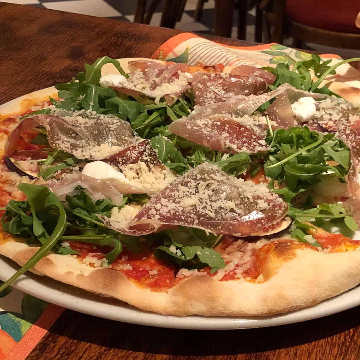 Pizza mit Feigen