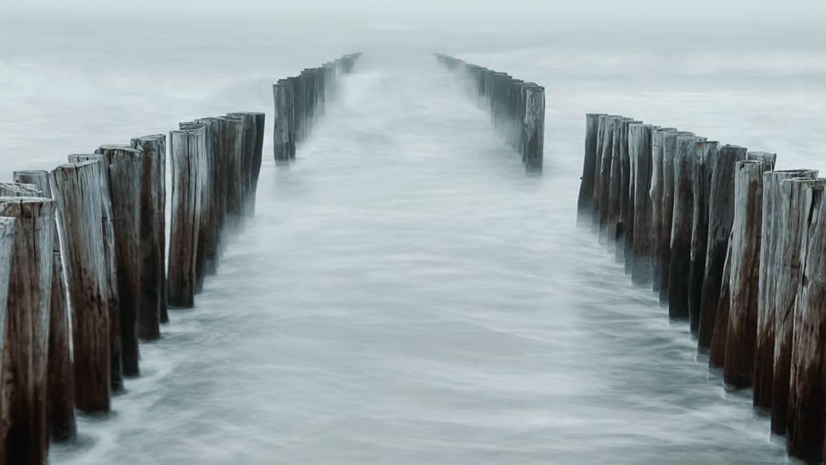 Wellen an den Buhnen 3